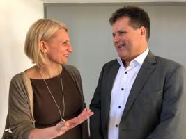 Pamela Nembach im Gespräch mit dem Beauftragten der Bundesregierung für die Belange von Menschen mit Behinderung, Jürgen Dusel