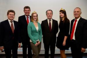 Georg Rosenthal, Harald Schneider, Franz Müntefering und Franz Wolf mit den Weinköniginnen aus der Region